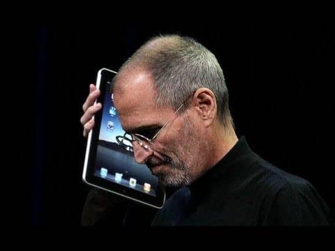 ستيف جوبز يستخدم الايباد للاتصال