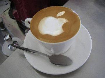 صورة علامة آبل في فنجان من القهوة