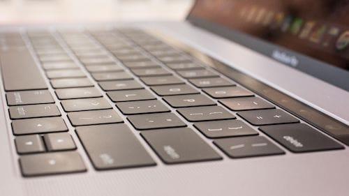 لوحة المفاتيح MacBook Pro